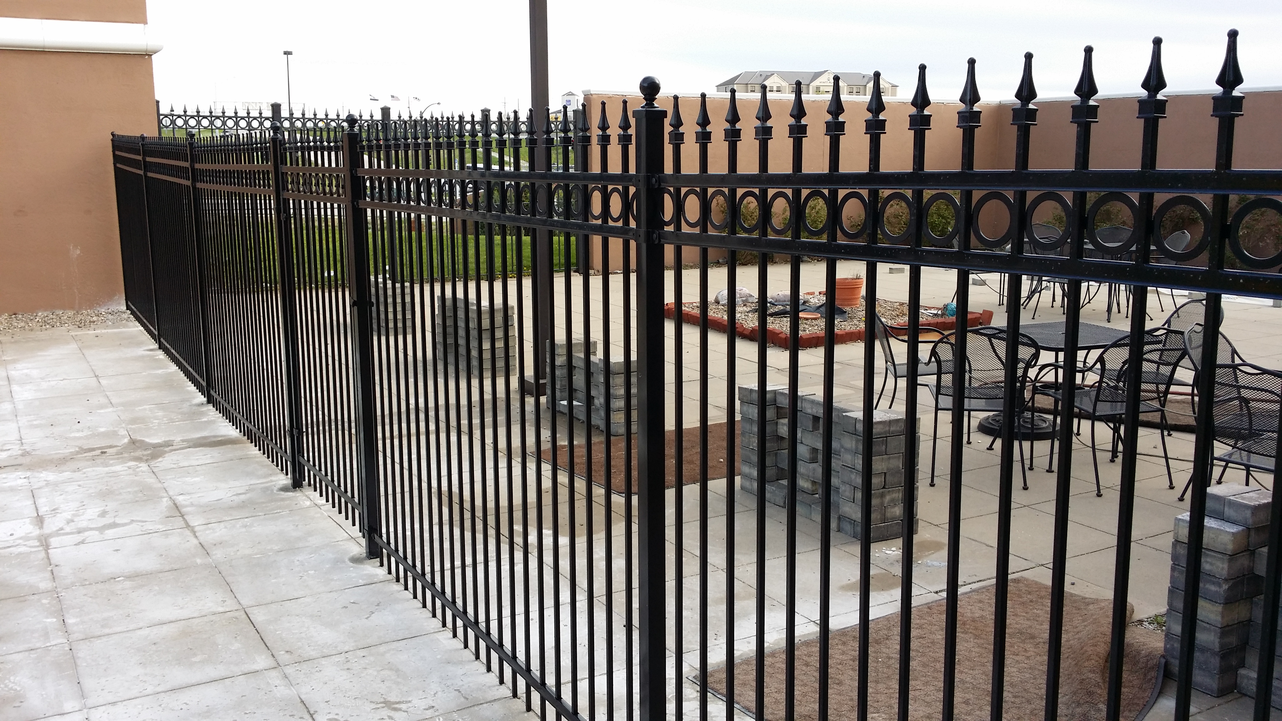 Ornamental steel fence perfect fence company - Aluminum vs steel fencing ...
